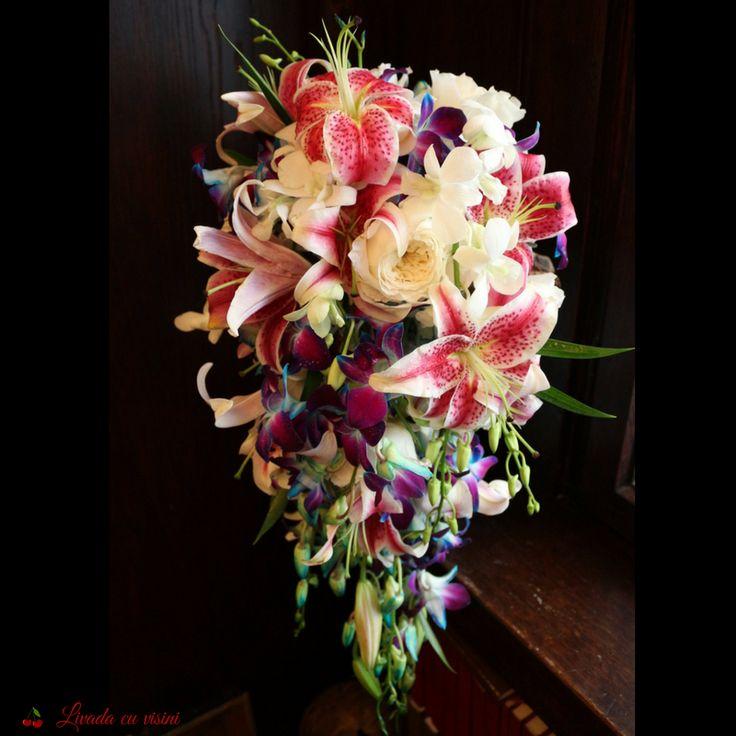 #buchet #nunta #mireasa #flori #bujori #lacramioare #margaritar #bride #bouquet #madewithjoy #paulamoldovan #livadacuvisini #wedding #flowers #weddingflowers #idoflowers #shesaydyes #sayitwithflowers #lilyes #crini #orhidee #orchids #blueorchids #purpleorchids #whiteorchids #bluepurpleorchids #davidaustinroses #davidaustin #patience #roses #scent #scendofawomen #casade #floraldesign  #elegant