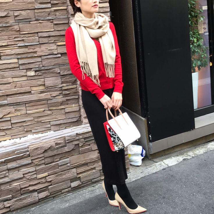 UNIQLOの黒ロングスカートは、目立つ色のトップスと合わせても落ち着いた雰囲気に見せてくれるから便利★-スーパーバイラーズ 山嵜由恵のブログ-@BAILA ワタシを惹きつける。モノがうごく。リアルにひびく。BAILA公式サイト|HAPPY PLUS(ハピプラ)集英社