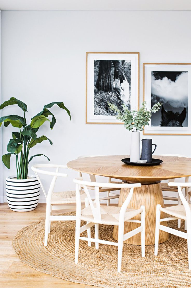 gorgeous dining room with Scandinavian feel: white wishbone chairs, pedestal table, round jute rug