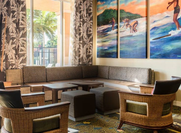 The Courtyard #Maui Kahului Airport #hotel features contemporary design with island touches. // © 2015 TravelAge West/Courtyard Maui Kahului Airport