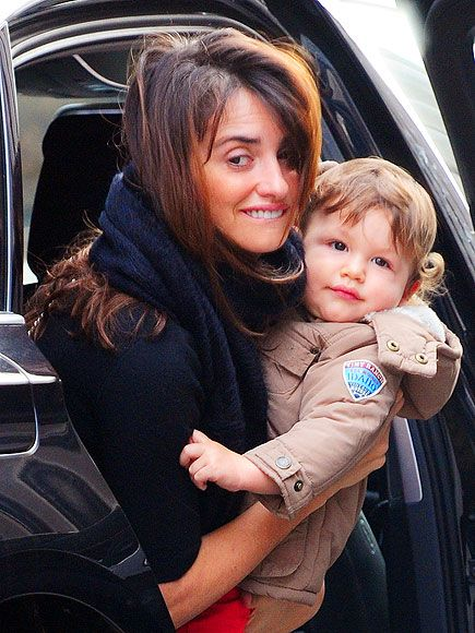 Here's a gorgeous picture of Penelope Cruz with her son Leo. The actress and her almost 1-year-old son were seen in London on Tuesday.