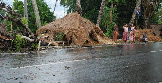 Lalin Labuapi ke Gerung Sempat Macet Karena Hujan Deras | Radio Internet Lombok [R][i][L]
