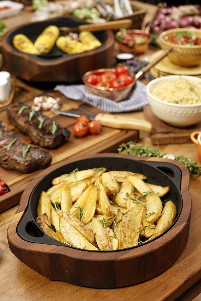Batatas rústicas em nossa mesa de churrasco!