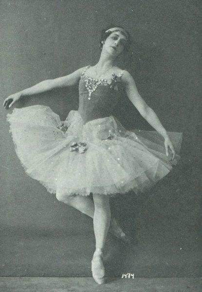 Antique ballet costume enssemble TwAYK9HyOf