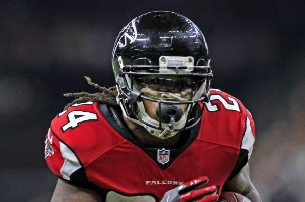 Atlanta Falcons Rb Devonta Freeman Clears Concussion Protocol Ready To Play Atlanta Falcons Devonta Freeman Arizona Cardinals