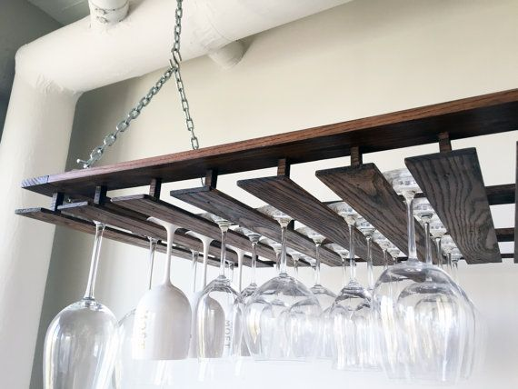 Mi esposa y yo quería una manera de almacenar nuestras copas de vino de una manera que mantenía limpio, organizado y seguro de daños. Nos fuimos decepcionados con los estantes de copas torpe, utilitarios disponibles comercialmente. Queríamos algo tan hermoso como nuestras gafas se. Así, nació este estante de vidrio de vino personalizado colgante construido, hecho a mano. Lo especial de este estante de vidrio de vino es que puede personalizarse para caber cualquier número y tipo de copas de…
