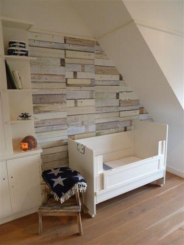 behang voor een stoere jongenskamer. zou leuk zijn in combinatie met een bed van sloophout.