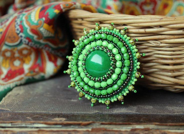 Verde spilla Cabochon spilla verde Pin Beaded Bead ricamato spilla spilla bigiotteria spilla verde gioielli MADE TO ORDER di MisPearlBerry su Etsy https://www.etsy.com/it/listing/217578520/verde-spilla-cabochon-spilla-verde-pin