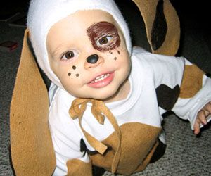 This adorable puppy Halloween costume only took one hour to make! http://www.parents.com/holiday/halloween/costumes/halloween-costumes-made-by-moms/?socsrc=pmmpin090612HnCPuppyCostumes=12