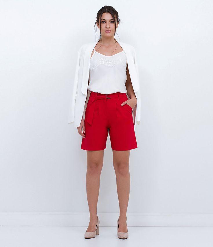 Bermuda feminina  Com bolso  Com pregas  Com faixa  Marca: Cortelle  Tecido: alfaiataria  Composição: 100% poliéster  Modelo veste tamanho: 36     COLEÇÃO INVERNO 2016     Veja outras opções de    bermudas femininas.