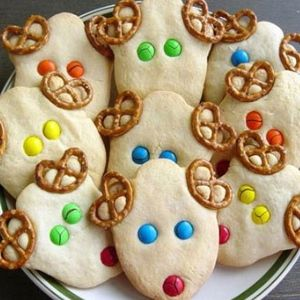 ✎http://www.facebook.com/festeperbambiniroma. Con l'impasto per i biscotti e tanta fantasia si possono reallizzare deliziosi biscotti in tema con il tuo Kids party. VUOI UNA FESTA PER BAMBINI? Contattami! :-) ☎ 328 69 77 038 (Cristiana)