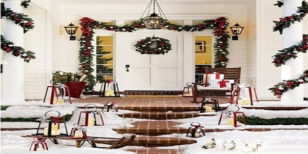 Amazing Christmas Porch Décor with Lively Colorful Garlands