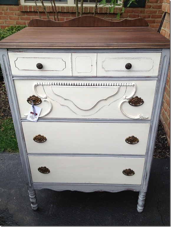 Such a beauty in Paris Grey and Old White!: White Dressers, Paintings Furniture Ideas, Chalkpaint, Paintings Dressers, Dressers Redo, Beautiful, Chalk Paintings, Dressers Ideas, Antiques Dressers