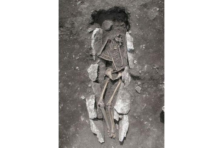 In de Griekse mythologie worden mensen bij bosjes geofferd. Een vondst op het Griekse vasteland duidt erop dat de mythen een kern van waarheid hadden.