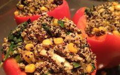 Geroosterde paprika gevuld met kruidige quinoa