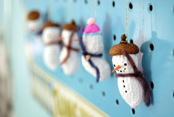 peanut snowmen & women: Acorn Cap, Christmas Crafts, Snowmen Photos, Snowman Ornaments, Christmas Thoughts, Peanut Snowmen, Christmas Cheer, Cap Peanut, Holidays Christmas