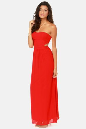 So cute. Love the color, sweetheart neckline, side cutout, versatile, and it's lightly padded help a sista' out lol