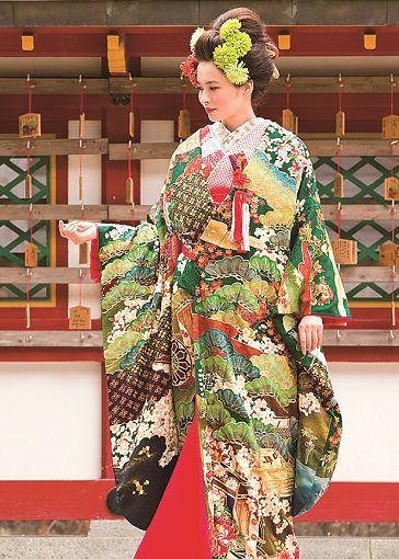 暗緑色と黒、渋めの赤の配色が古典の趣を高める美麗な一着 ♡花嫁衣装 色打掛 グリーンの参考一覧♡