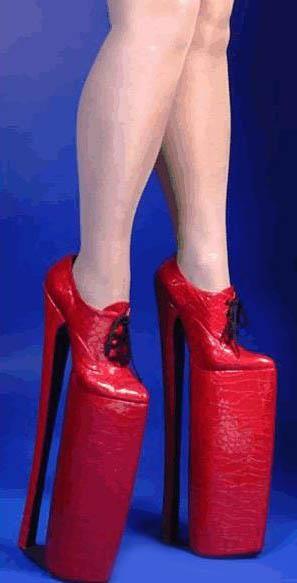 Самые большие в мире туфли на каблуках фото