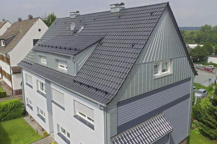 #Sanierung in #Gevelsberg. Dieses Mehrfamilienhaus wurde komplett von außen saniert. Zum Einsatz kamen hierbei Creaton-Dachziegel und RHEINZINK-Stehfalzbleche. Die #Fassade wurde außerdem mit Eternit-Cedral (#Fassadenpaneele) aufgehübscht.   Wie findet ihr es?  Quelle:Klöber GmbH Fotograf: www.zebe-pr.de  (#Dachsanierung #Dach #Haus #Creaton #RHEINZINK #Stehfalz #Dachziegel #modern #Modernisierung #Paneele #Cedral #Eternit #Ennepetal #Dachdecker #Handwerker #Schwelm #Wuppertal #Sprockhövel)