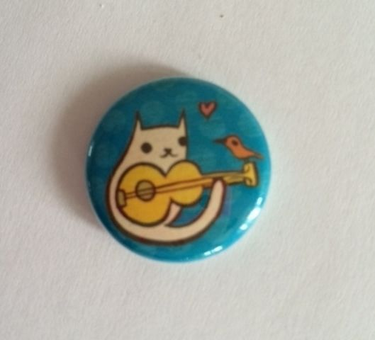 CAT PLAYING GUITAR BIRD MUSIC BUTTON PIN HELPS FEED SHELTER FERAL CATS RESCUE