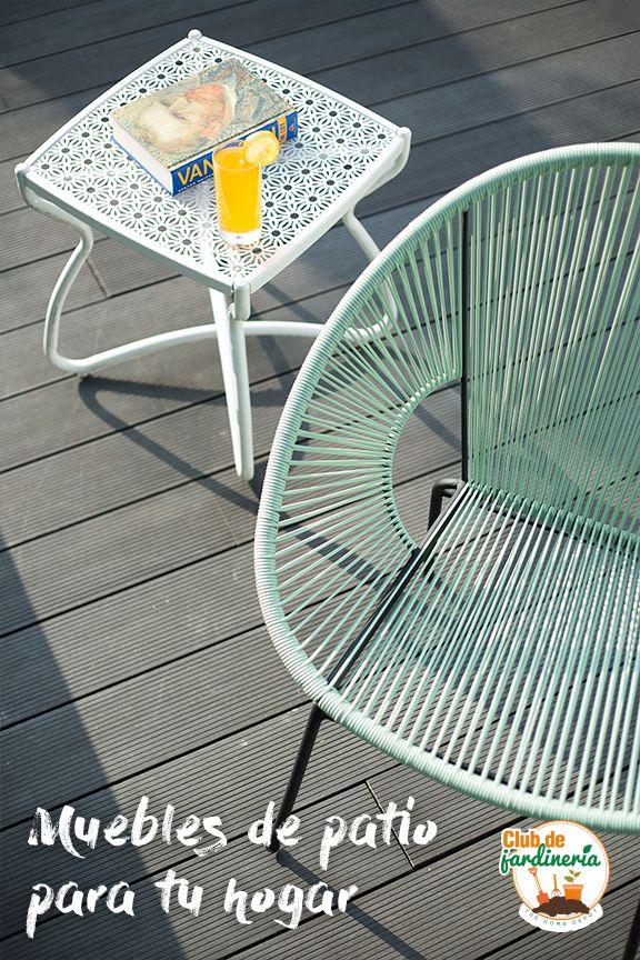 Crea un espacio acogedor en tu patio o jardín con muebles para exterior, de materiales que resisten a la intemperie.