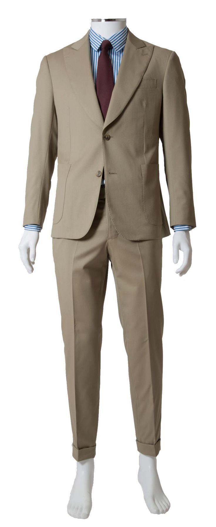 Abito due pezzi da uomo intelato beige, due bottoni revers a lancia, 100% lana gabardina. Made in Italy. Disponibile in diverse taglie e su misura. #verisarti
