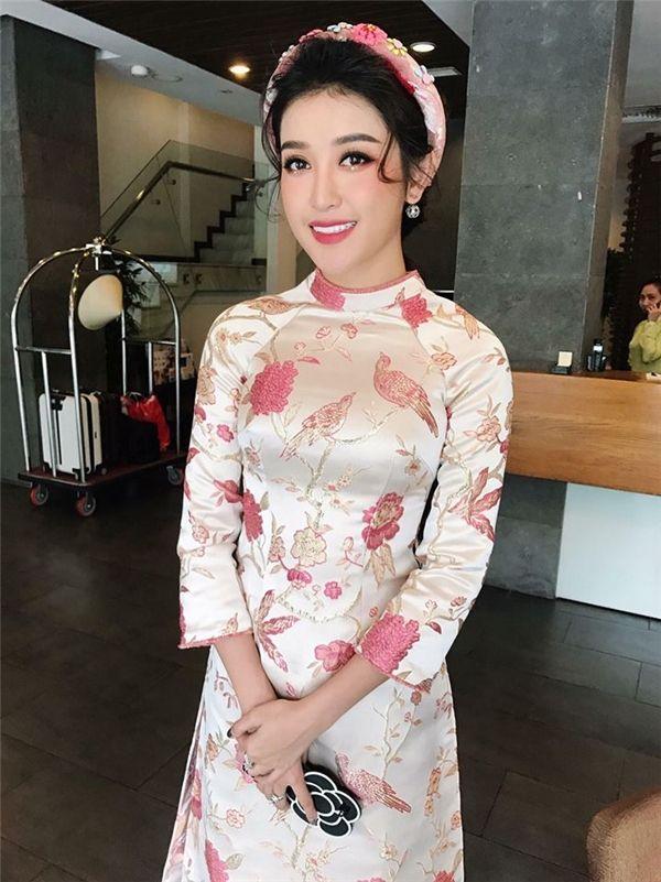 Nhiều mỹ nhân trong làng giải trí Việt tích cực lăng-xê trang phục này trong những ngày Xuân đang cận kề.
