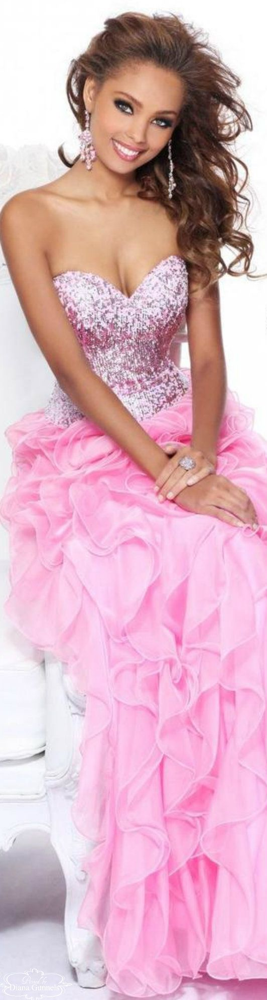 Sparkly pink ruffled gown so feminine                                                                                                                                                      Mehr