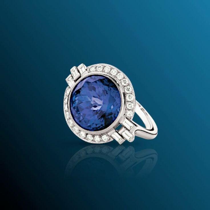 Anello di fidanzamento con Diamanti e Smeraldo Colombiano.  Val al catalogo:http://www.torinogioielli.com/Anelli/Zaffiro/