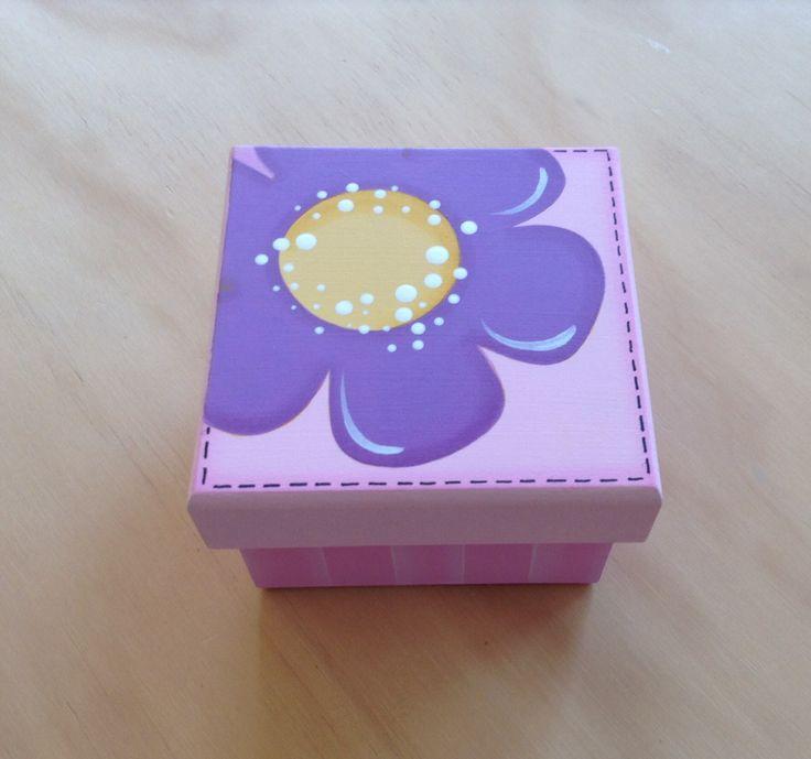 Caja con Flor por Angélica Tamayo