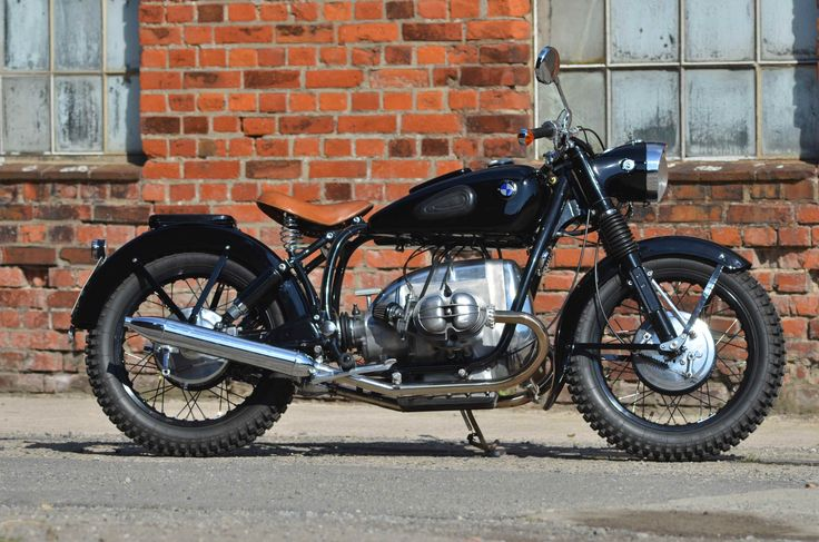Conversion of a 1973 BMW r50/5 into a 1940's Bobber style