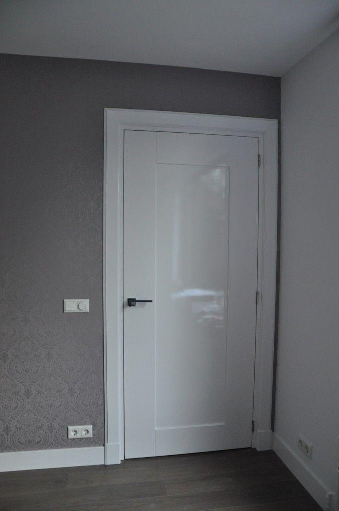 strakke deur en strakke architraaf