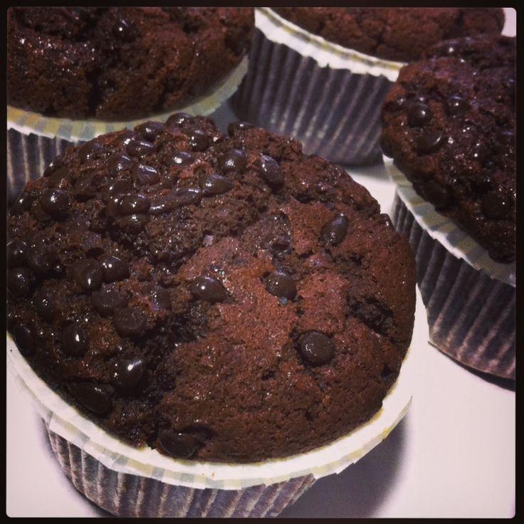 Soffici muffin al cioccolato  appena usciti dal forno! Pronti per colazione?