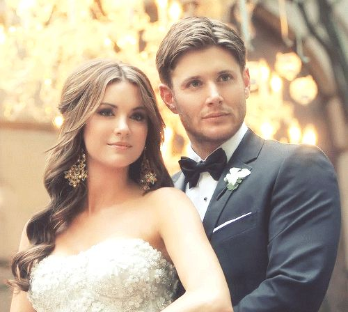 Danneel and Jensen Ackles // wedding day I love Danneel's hair and her earrings - the whole look.
