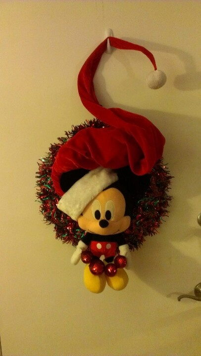 Big head Mickey wreath with a big hat from old time pottery!
