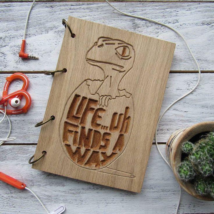 Одна из давних работ) . . . . . . . . . . . . . . . . . . . #handmade #ручнаяработа #скетчбук #блокнот #skecthbook #original #wood #дерево#handcrafted#продажа#чтоподарить#идеяподарка