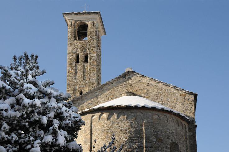 San Celso, piccola chiesa edificata tra il 900 e il 1000 da maestranze locali conserva intatta il sapore della decorazione romanica. Dal 19 agosto 1922 è Monumento Nazionale.