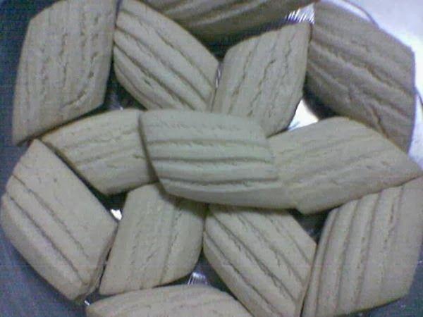 Un kurabiyesi ve kurabiye tarifleri için linke tıklayın. http://www.pratikyemektariflerin.com/2013/10/un-kurabiyesi.html