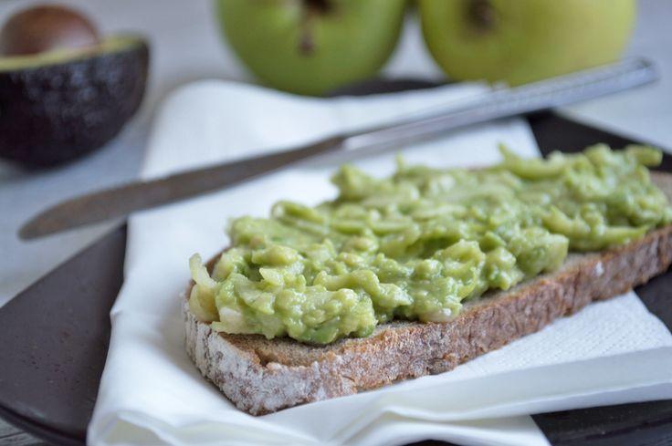 Apfel-Avocado-Aufstrich ist vitaminreich und schmeckt köstlich auf frischem Brot. Ein Rezept für das gesunde Immunsystem.
