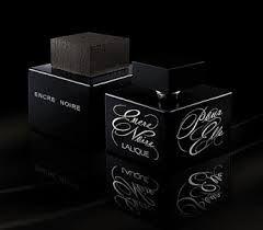 Lalique Encre Noire Pour Elle ist ein blumiger und sehr weiblicher Duft. Wollen Sie leicht geheimnisvoll wirken? Sehnen Sie sich nach  Veränderung und wollen Sie sinnlich und einzigartig sein? Dann wählen Sie das Parfüm Encre Noire Pour Elle, die schwarze Perle unter den Parfümen. Auf den ersten Moment erfrischen Sie die Essenzen der Zitrusfrüchte, der Ambra und der Freesie. »» http://www.iparfumerie.at/lalique/encre-noire-pour-elle-eau-de-parfum-fur-damen/