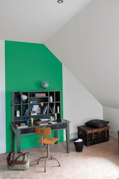 Un mur vert dans le bureau