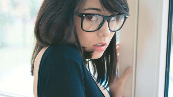 Laurelle Glasses HD Wallpaper