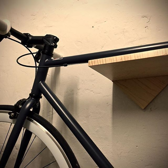 The Burnside wall-mounted bike rack is a must for city living cyclists - lomaliving.com/bike-racks/ #bikerack #bikeshelf #bike #Bicicletta #Bicicleta #velo #trackbike #pista #keirin #fixie #fixedgear #bicycle #cycling #campagnolo #Fahrrad #radfahren #fiets #fietsen #cykel #cykling #cyclinglife #cycling #cyclingshots #instabicycle_feature #instabicyle_feature #bikestagram #bikeday