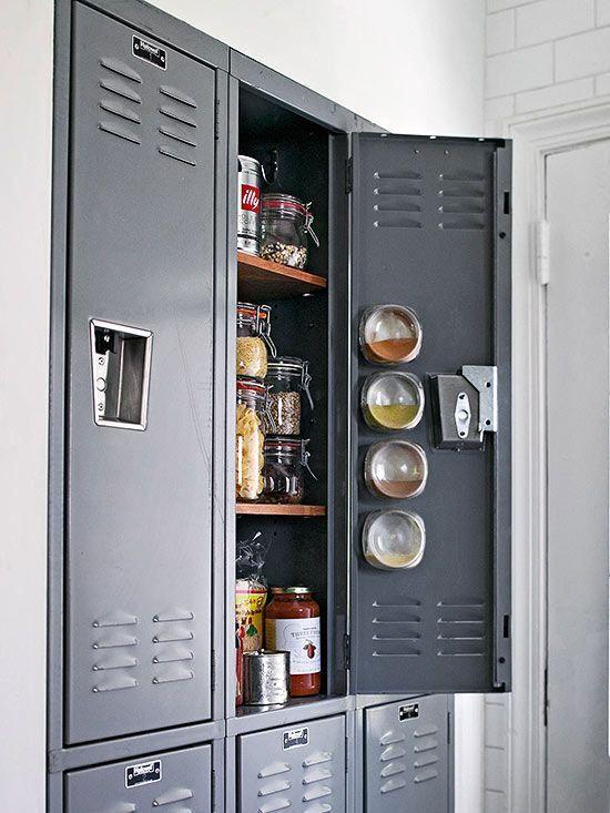 インダストリアル家具LOVE編:キッチンに事務ロッカーを使う | 海外インテリアブログ紹介