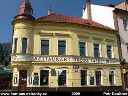 """Esto es el restaurante """"Škoda lásky"""". Es en la plaza de Zbraslav."""