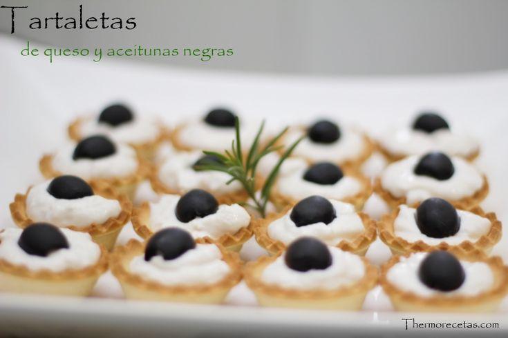 Tartaletas de queso y pavo braseado con aceitunas negras al aroma de romero - http://www.thermorecetas.com/2014/04/16/tartaletas-de-queso-y-pavo-braseado-con-aceitunas-negras-al-aroma-de-romero/