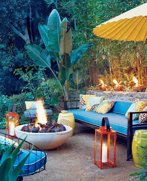 Cozy backyard's area to relax by the fire bowl.