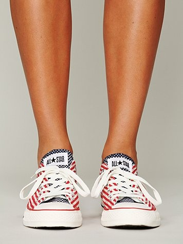 Americana Chucks...WANT WANT WANT!!!!!! Now that I've found my poika dot chucks, these are next on my list!!!