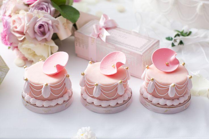♡ Cotton candy : Ladurée mini Marie-Antoinette cakes